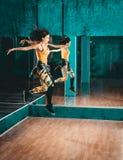 Femmina di salto di ballo di Zumba Fotografia Stock