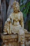 Femmina messa statua asiatica fotografia stock libera da diritti
