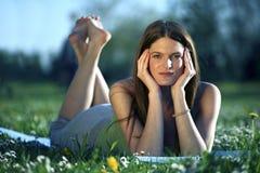 Femmina in modo bello giovane Fotografie Stock