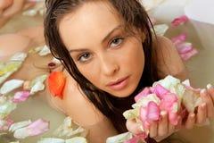 Femmina nel bagno immagini stock libere da diritti