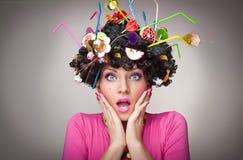 Femmina sorpresa con i lollipops nei capelli Fotografie Stock