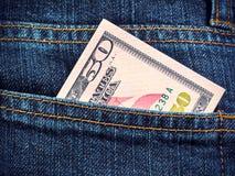 Femtio dollar i jeansfack Arkivbilder