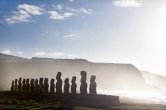 Femton plattform moai i påskön royaltyfri foto