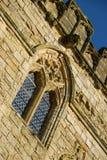 Fenêtre à meneaux plombée dans la loge du portier d'abbaye de bataille Photographie stock