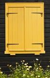 Fenêtre à volets colorée Photo libre de droits