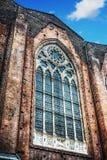 Fenêtre énorme dans le mur latéral de cathédrale de San Petronio à Bologna Photos libres de droits