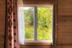 Fenêtre au cottage Image libre de droits