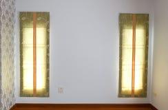 Fenêtre avec des abat-jour intérieurs Photos libres de droits