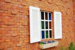 Fenêtre avec la couleur en verre Images libres de droits