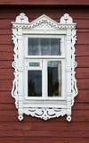 Fenêtre avec le beau nasus en bois rongé de cas Image stock