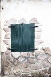Fenêtre avec les volets en bois fermés Photographie stock libre de droits