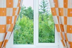 Fenêtre avec ouvert image libre de droits
