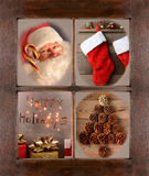 Fenêtre avec quatre scènes de Noël Images stock