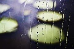 Fenêtre baignée sous la pluie d'après-midi photo libre de droits