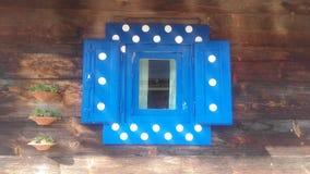 Fenêtre bleue avec des points Photographie stock