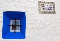 Fenêtre bleue dans Sitges Photographie stock