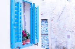 Fenêtre bleue en Croatie Images libres de droits