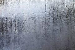 Fenêtre chaude et humide avec des baisses de l'eau Photographie stock libre de droits