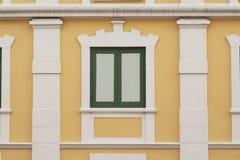Fenêtre classique de style ancien thaïlandais à Bangkok Photo libre de droits