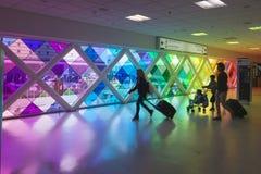 Fenêtre colorée dans l'aéroport international de Miami Photographie stock