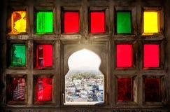 Fenêtre colorée de mosaïque au Ràjasthàn Photos libres de droits