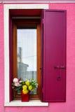 Fenêtre d'île de Burano photographie stock