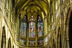 Fenêtre d'Alfons Mucha Stained Glass de peintre d'Art Nouveau dans St Vitus Cathedral, Prague images stock