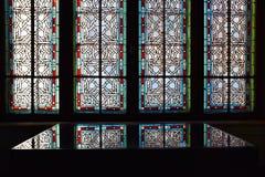 Fenêtre d'intérieur de palais de Cantacuzino, Busteni, vallée de Prahova, Roumanie photo libre de droits