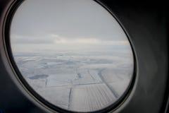 Fenêtre d'un avion de l'intérieur Photos stock