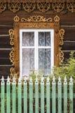 Fenêtre d'un blockhaus russe traditionnel Images libres de droits