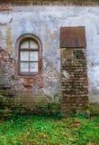 Fenêtre d'un manoir médiéval abandonné Photo libre de droits