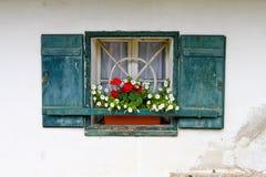 Fenêtre d'une maison de campagne Images libres de droits