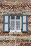 Fenêtre d'une vieille maison à l'abbaye de Vlierbeek à Louvain Photos libres de droits
