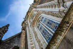 Fenêtre dans la façade du palais de Bussaco Photographie stock libre de droits