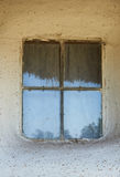 Fenêtre dans la maison rurale en Ukraine dans la deuxième moitié du n Photo libre de droits