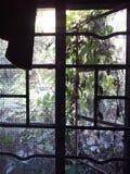 Fenêtre dans la vieille Chambre Photographie stock