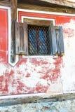 Fenêtre dans la vieille maison bulgare traditionnelle Photo libre de droits