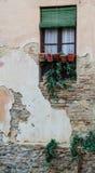 Fenêtre dans le vieux bâtiment en pierre espagnol Image stock