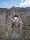 Fenêtre dans un des murs au château de Conwy, Pays de Galles photos stock