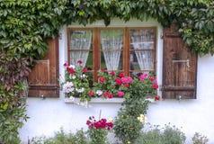 Fenêtre dans une maison en Suisse Photographie stock libre de droits