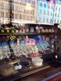 Fenêtre de boutique de boulangerie photo libre de droits