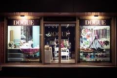 Fenêtre de boutique de Dogue photo libre de droits