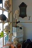 Fenêtre de boutique du ` s de perruquier, Williamsburg colonial, la Virginie Photo stock