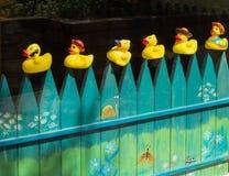 Fenêtre de devanture de magasin décorée pour des enfants Images stock