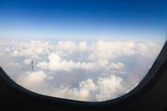 Fenêtre de Flght Ciel avec des nuages Photo libre de droits