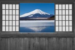 Fenêtre de glissement en bois japonaise image stock