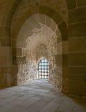 Fenêtre de grille de mur en pierre et de fer, Alexandria Citadel Images stock