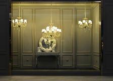 Fenêtre de luxe de boutique d'éclairage, exposition d'affaires Photos stock