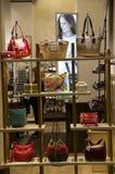 Fenêtre de magasin de bourse de sac à main Image stock