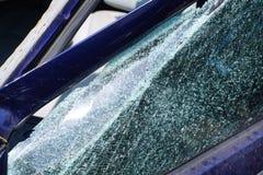 Fenêtre de miroir de voiture cassée Photographie stock
